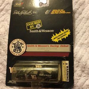 Other - 3/$33 Smith&Wesson #16 racing car Dale Earnhardt